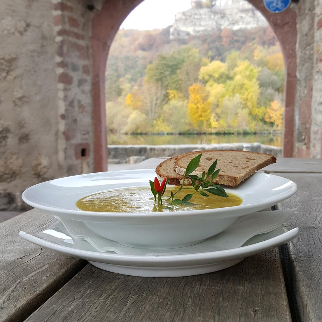 Main Mäuerle Suppe mit Brot